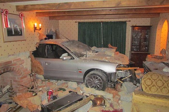 Car Crash in England (5 pics)