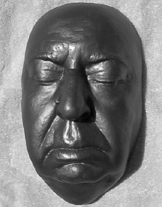 Death Masks of the Famous People (12 pics)