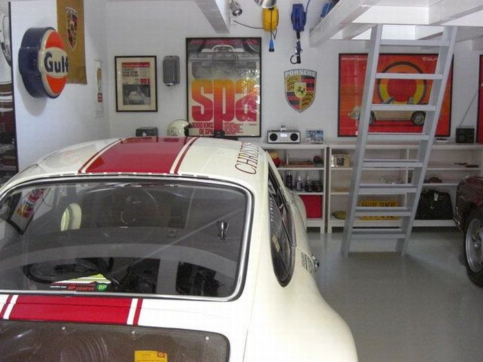 New Garage for Three Porsche 911 (52 pics)