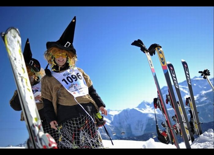 Skiing Witches (34 pics)