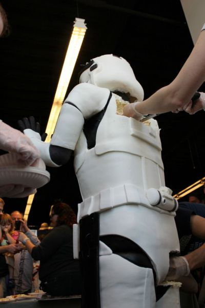 Lifesize Standing Stormtrooper Cake (26 pics)