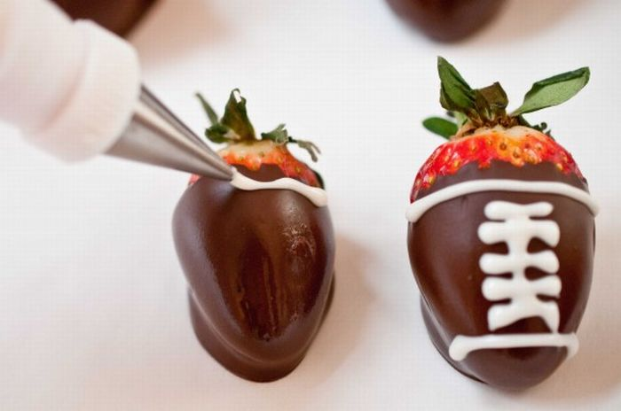 Chocolate Covered Strawberry Footballs (12 pics)
