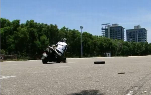 Driving in Asia - 100 Motorcycle Crashes (video)