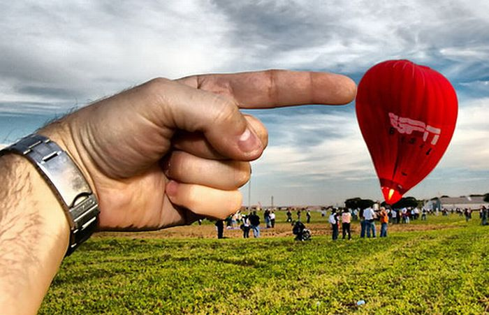 Amazing Forced Perspective Photography (99 pics)