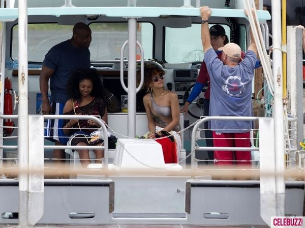 Rihanna Wearing a Very Hot Bikini (17 pics)