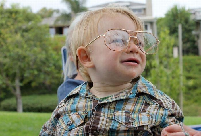 Babies Wearing Glasses (45 pics)