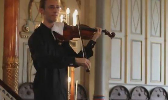 Epic Violinist Trolls a Concert Visitor