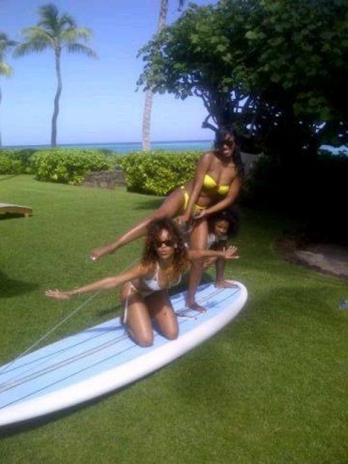 Rihanna's Recent Twit Pics (12 pics)