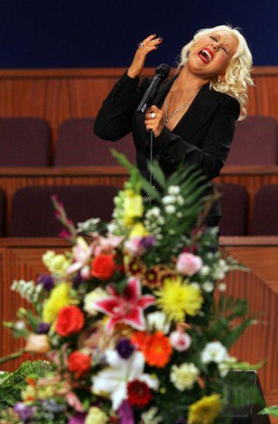 What Is That Liquid Sliding Down Christina Aguileras Leg? (14 pics + 1 video)