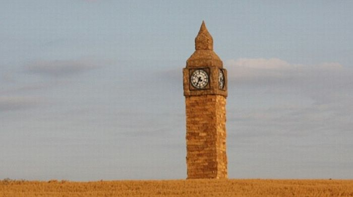 Big Ben Made of Straw (5 pics)