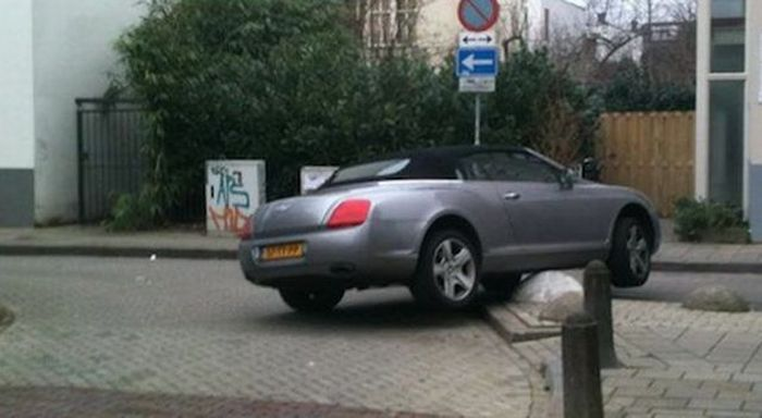 Parking Fail (3 pics)