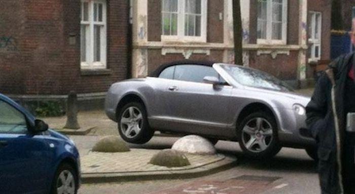 Parking Fail (3 pics)