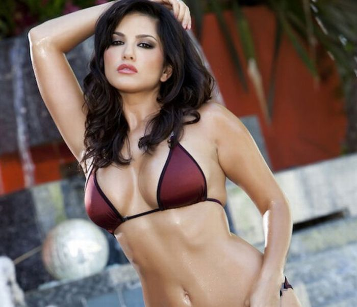 Hottest Female Celebrities of 2012  (99 pics)
