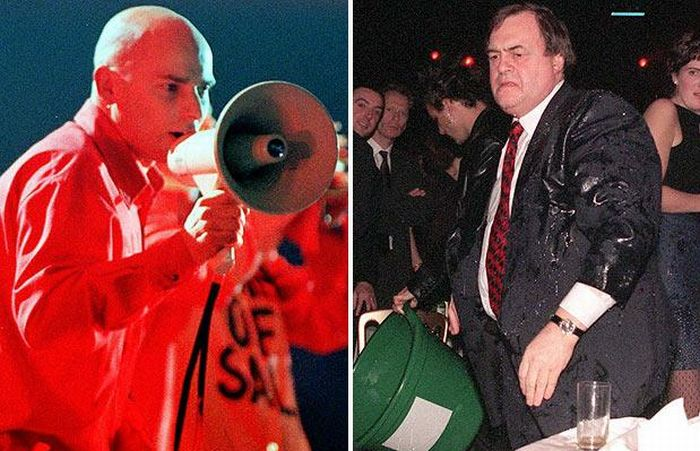 Famous People Being Pelted with Eggs, etc (30 pics)