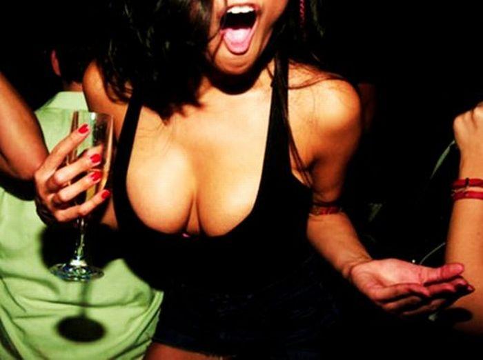 Girls Got Cleavage (25 pics)