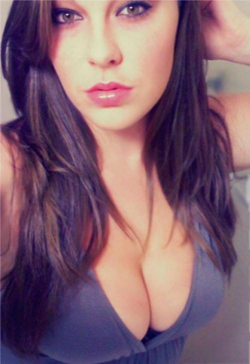 Girls Got Cleavage (25 pics)