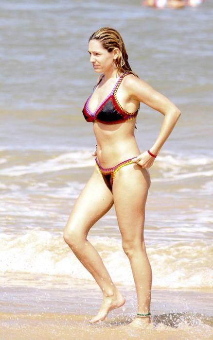 Kelly Brook in Bikini (18 pics)