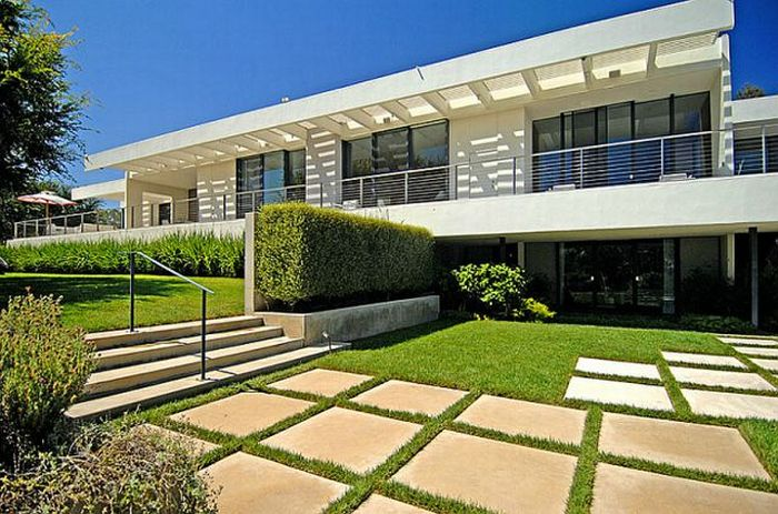 Jennifer aniston s new house 44 pics for What is a shouse house