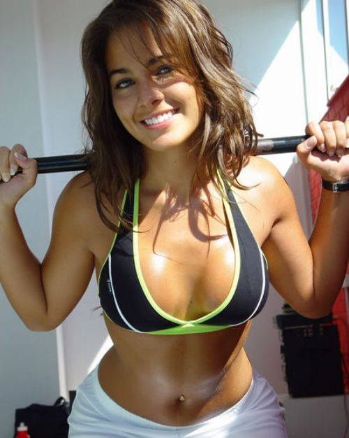 Girls in Sports Bras (22 pics)