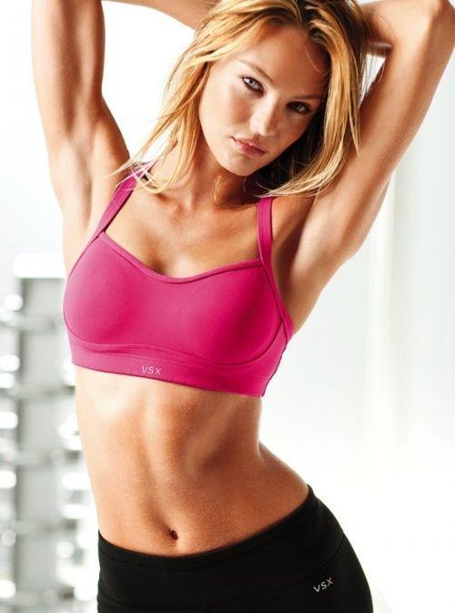 Girls in Sports Bras (22 pics)