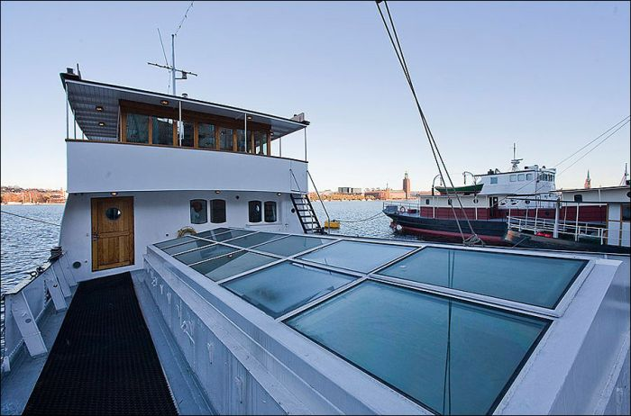Floating House in Stockholm (17 pics)