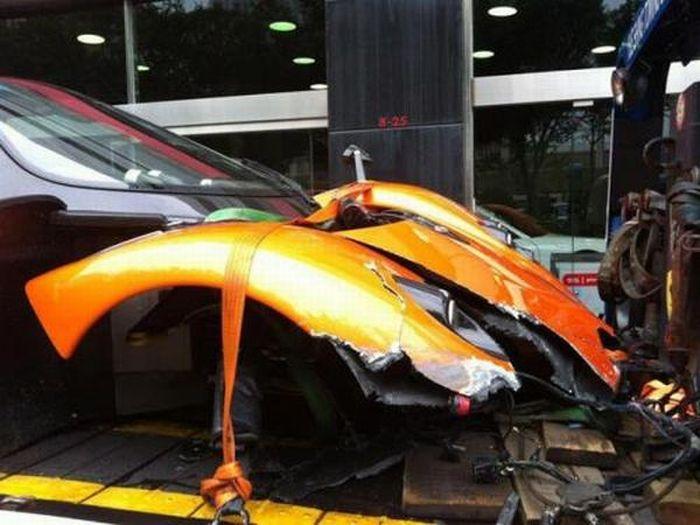 Pagani Zonda F Wrecked in Hong Kong (10 pics)