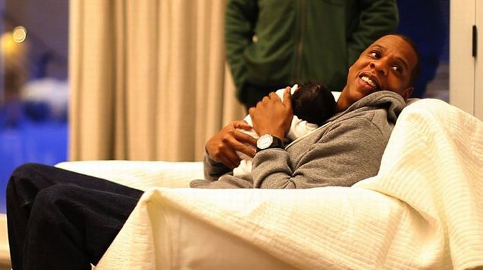 The First Photos of Beyonce and Jay Z Daughter Blue Ivy (4 pics)