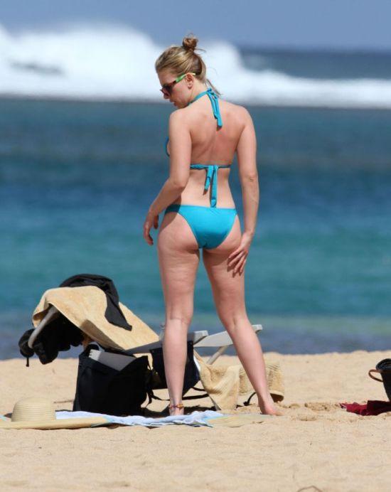 Scarlett Johansson Bikini Pictures (9 pics)