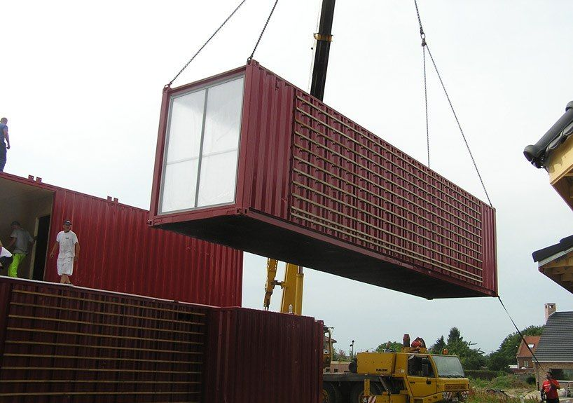 House Built with Containers (18 pics)