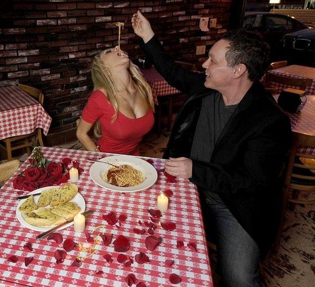 Courtney Stodden's Valentine's Day (7 pics)