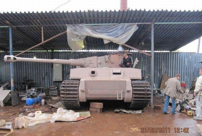 Handcrafted Tiger VI Tank Replica (70 pics)