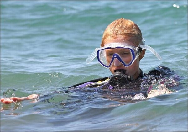 Hot Girls Scuba Diving 45 Pics-9359