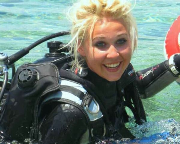 Hot Girls Scuba Diving (45 pics)