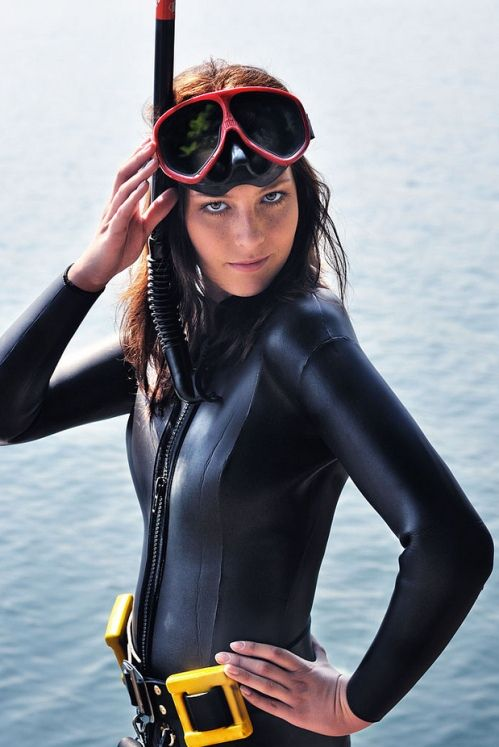 Hot Girls Scuba Diving (45 Pics