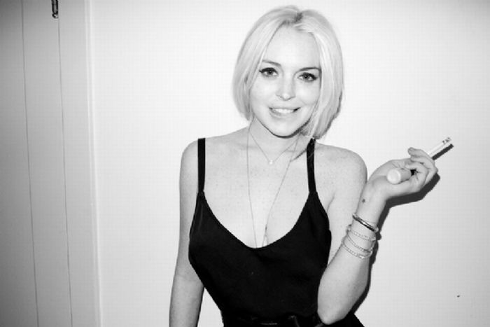 Lindsay Lohan's Cleavage (18 pics)