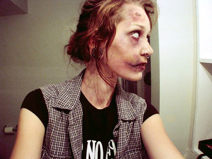Creating Zombies with Makeup (8 pics)