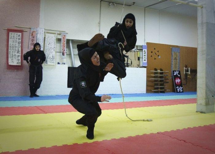 Iranian Female Ninjas (15 pics)