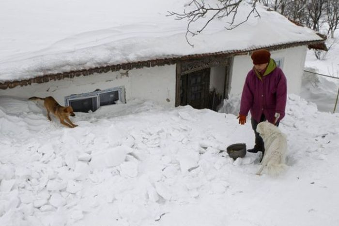 Romanian Village Under Snow (33 pics)
