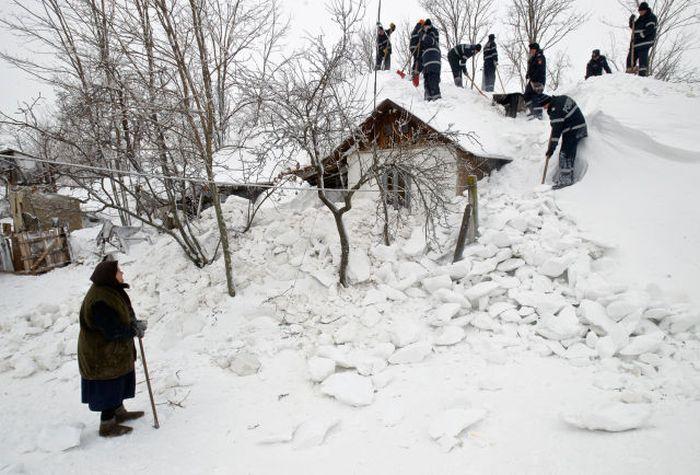 Romanian Village Under Snow (33 pics)