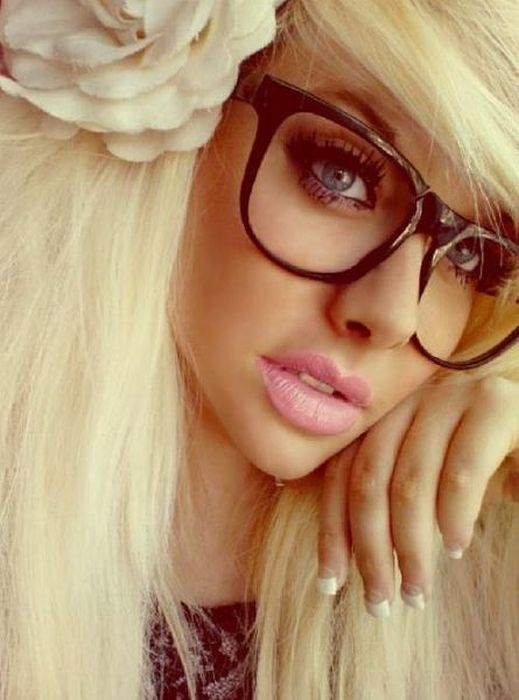 Sexy Girls Wearing Glasses (43 pics)