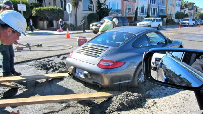 Porsche In Wet Cement (4 pics)