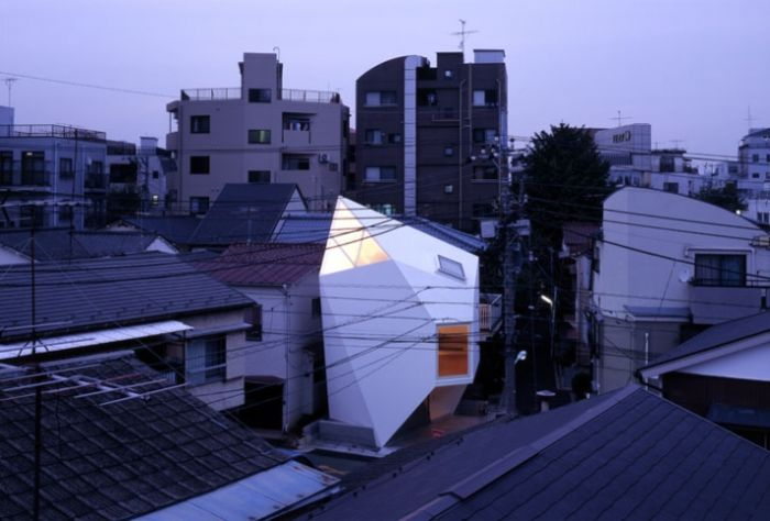 House in Tokyo (11 pics)