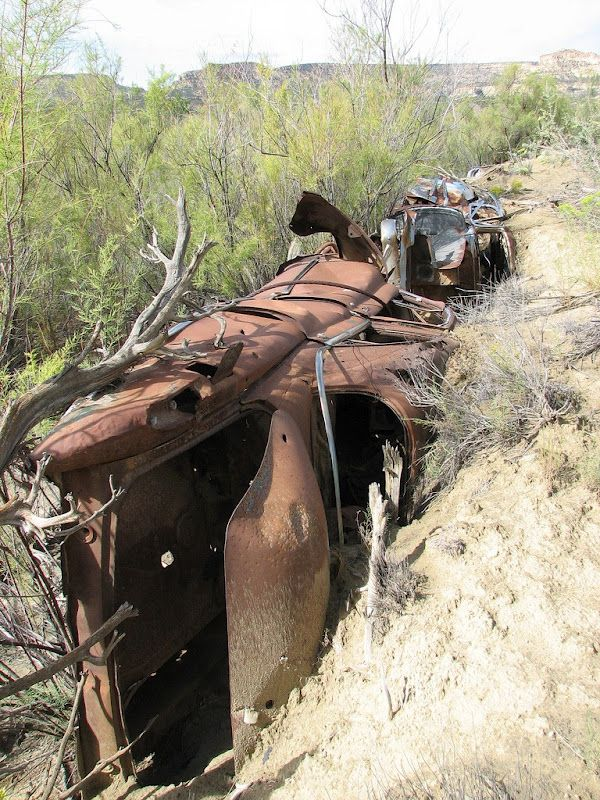 Abandoned Cars as Erosion Control in Detroit (11 pics)