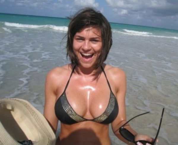 Beautiful Cleavage (26 pics)