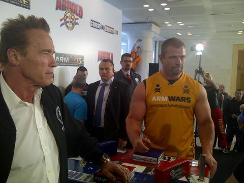 Arnold Schwarzenegger Twitpics (35 pics)