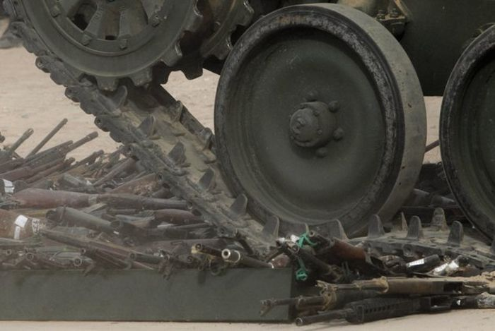 Firearms Crushed in Mexico (12 pics)
