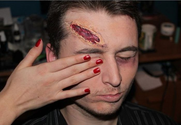 DIY Artificial Wound (8 pics)