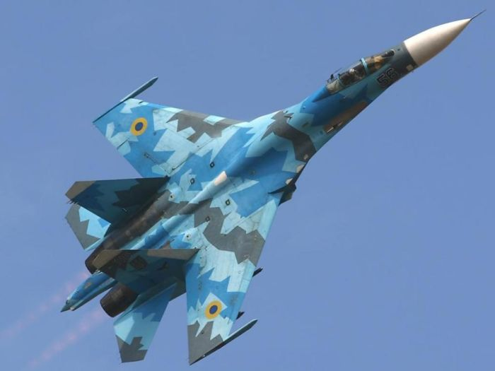 """Появление частного  """"гражданского """" самолёта Сухой Су-27  """"Фланкер """" немного удивила участников вторичного ранка авиации."""