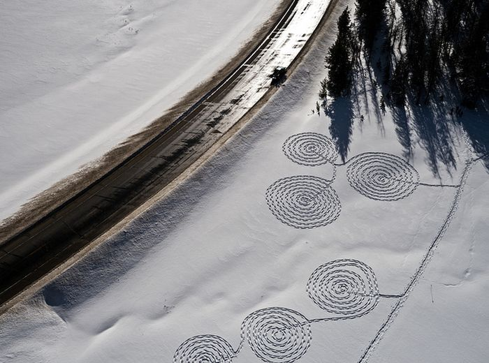 Snow Drawings (15 pics)