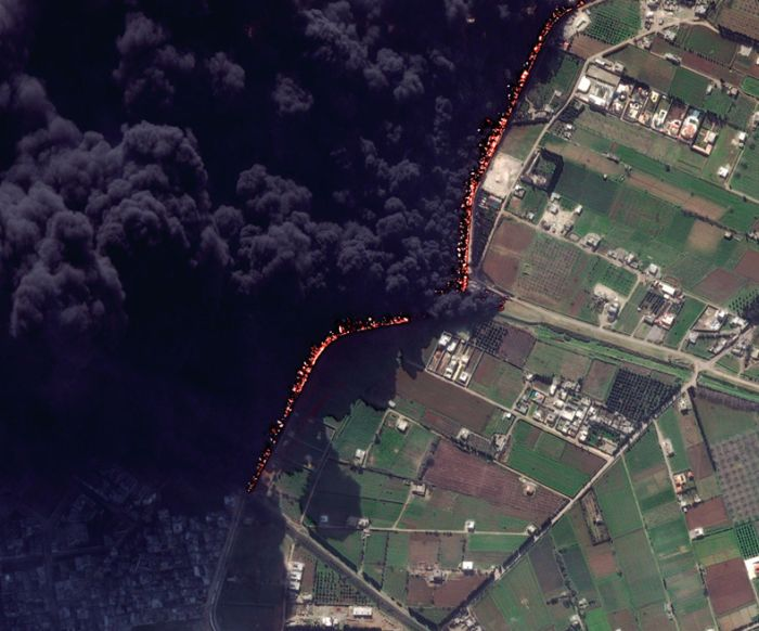 Before and After Pictures Of An Oil Pipeline Fire In Syria (2 pics)